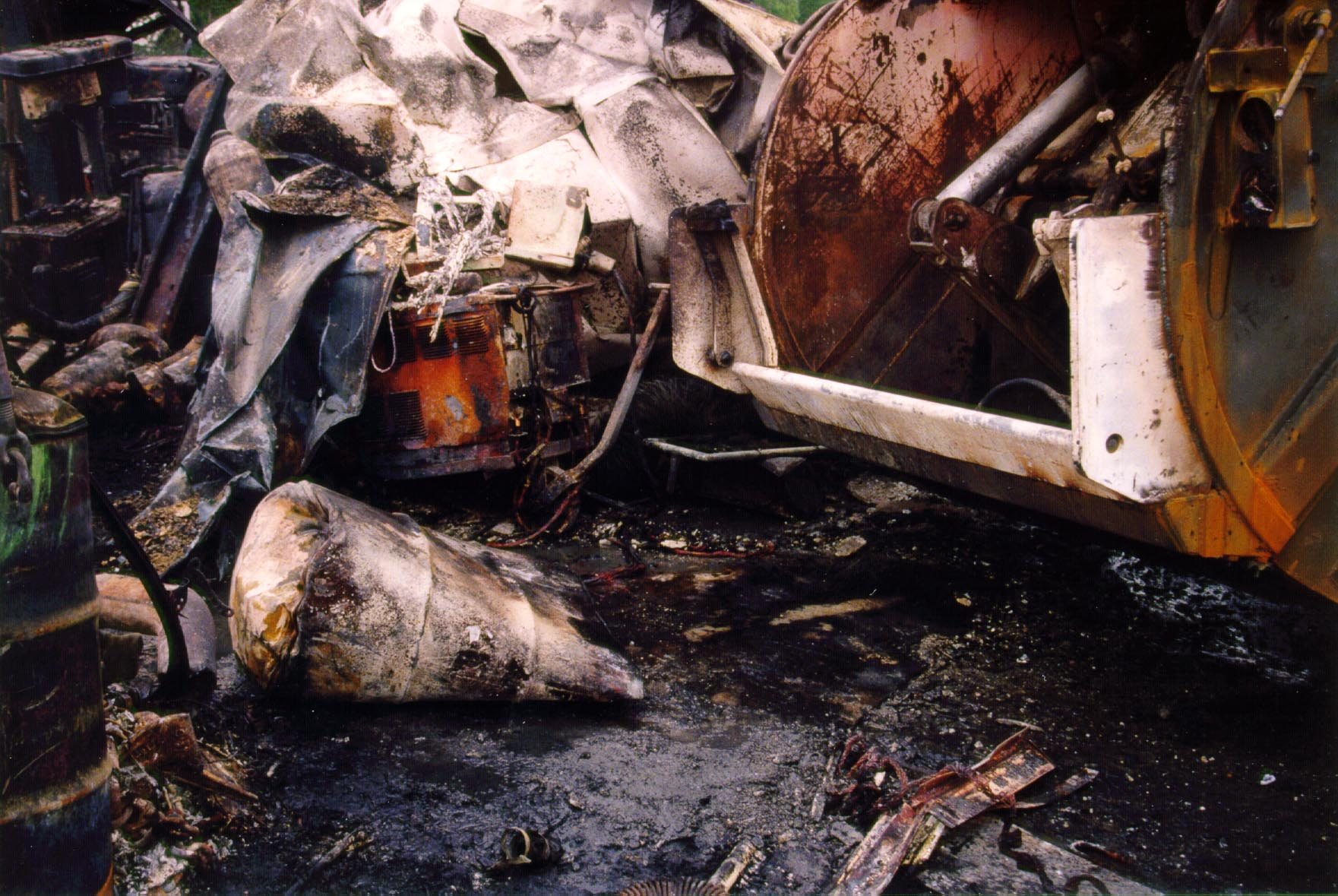 explosion welding Accident: packaging corporation storage tank explosion  the workers were on a catwalk above the tank and performing hot work (welding) at the time of the explosion.